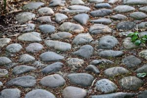 Droga z kamieni
