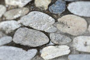 Kamienie ogrodowe - jakie wybrać